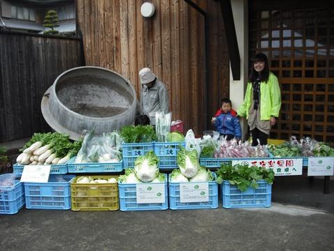ふく蔵新酒販売時の野菜即売(24.11.26).JPG