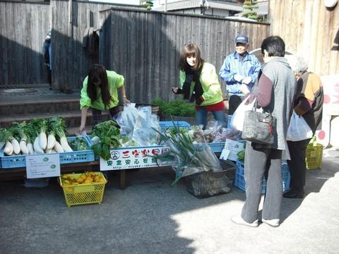 ふく蔵さんで野菜の販売(25.11.24)JPG.JPG
